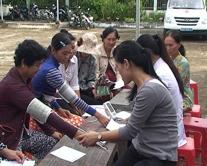 Tỉnh đoàn Cà Mau tổ chức khám và cấp thuốc miễn phí tại huyện U Minh