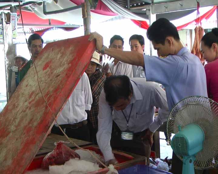 Kiểm tra an toàn vệ sinh thực phẩm tại huyện Năm Căn