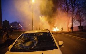 Người Pháp phẫn nộ, chính quyền kêu gọi 'hết sức bình tĩnh'