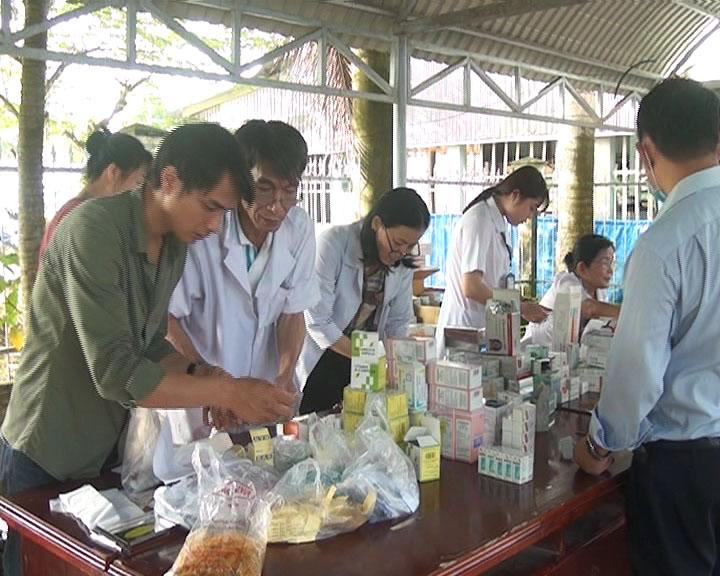 Khám bệnh cấp thuốc tại huyện U Minh