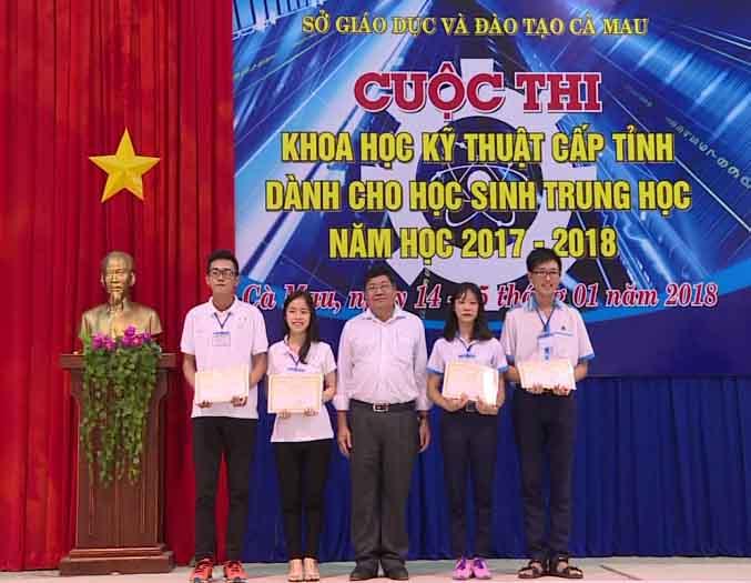 Trao 37 giải cho học sinh tham gia Hội thi Khoa học kỹ thuật cấp tỉnh