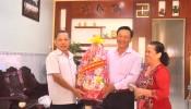 Ban TGTU tang qua 12-2-2018