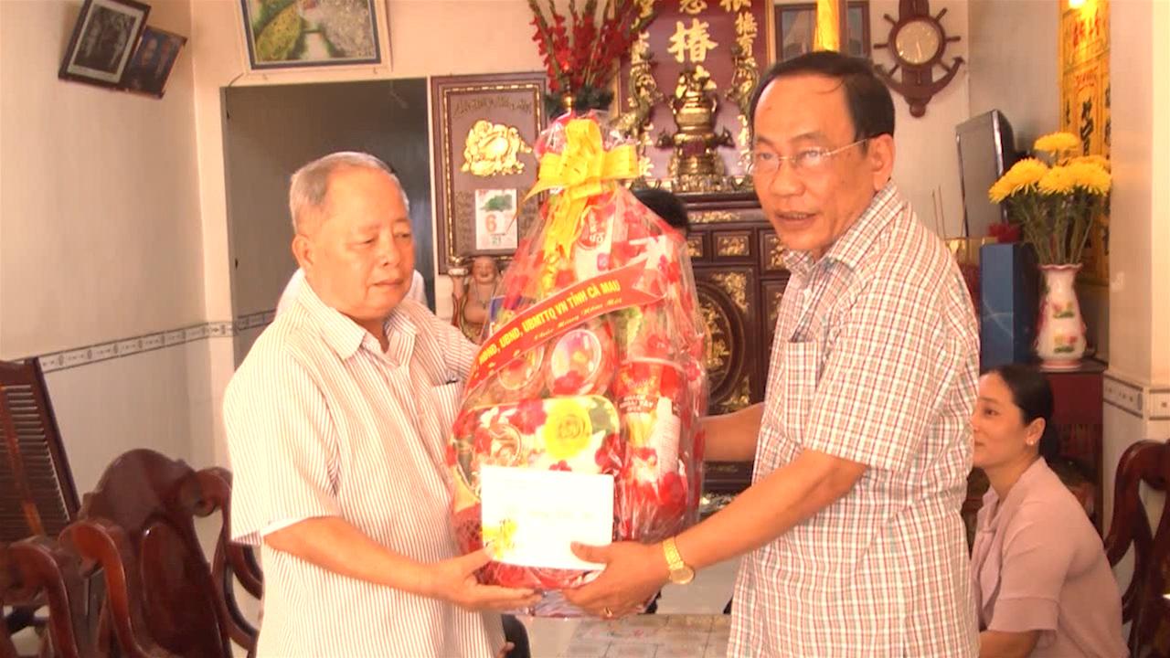 Ban Dân vận Tỉnh ủy chúc Tết các đồng chí nghỉ hưu