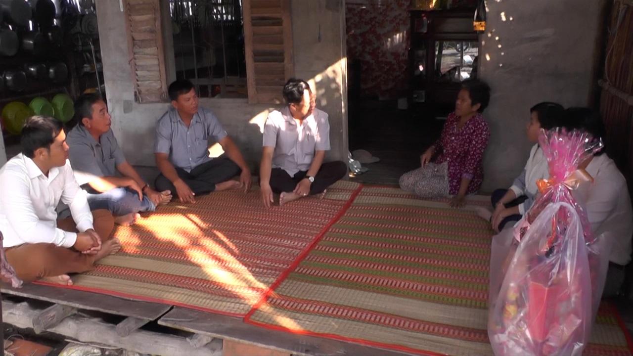 Thăm và chúc Tết đồng bào dân tộc Khmer tại huyện Ngọc Hiển