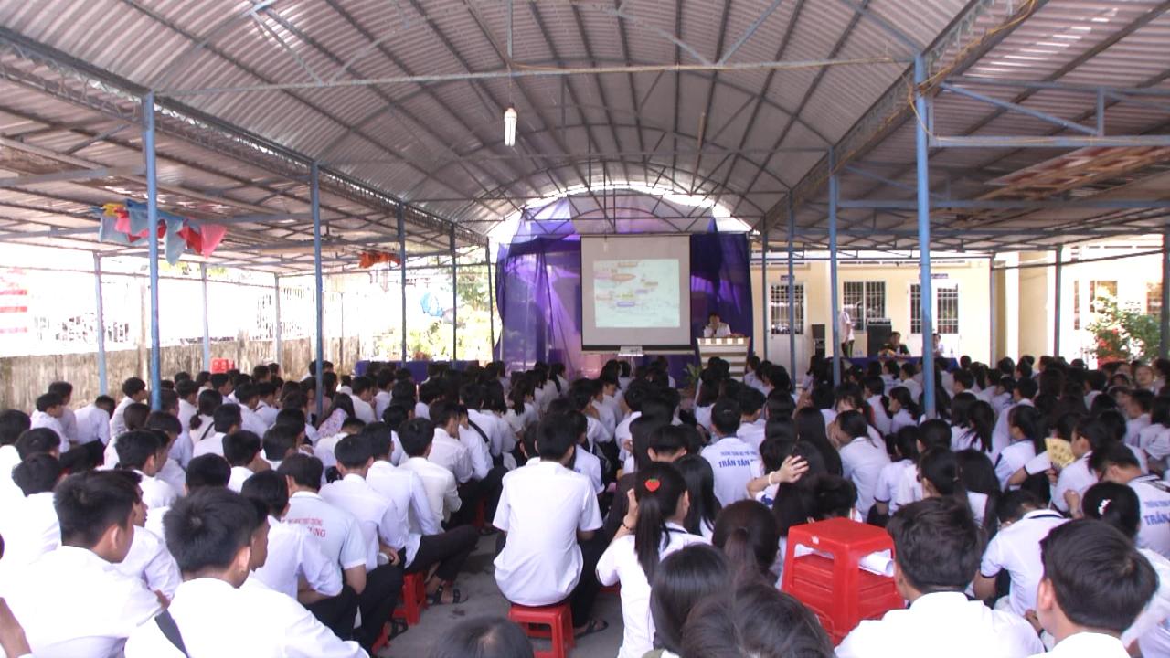 Vùng 5 Hải quân tuyên truyền về biển, đảo tại huyện Trần Văn Thời
