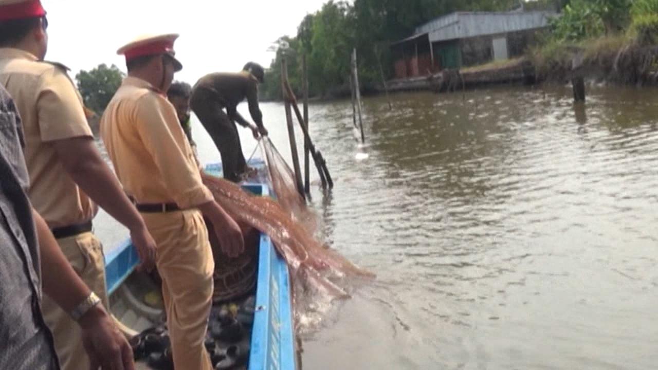 Cà Mau: quyết liệt giải tỏa chướng ngại vật trên các tuyến sông