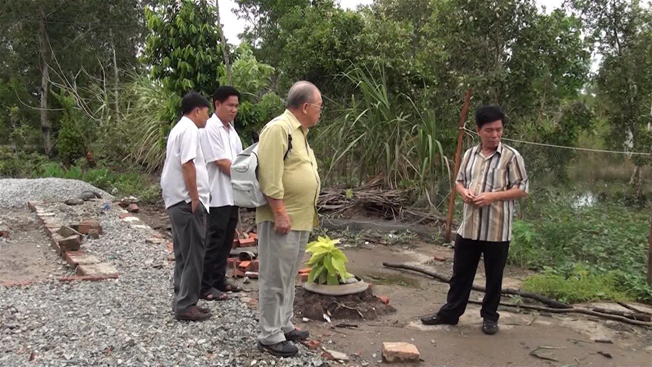Giáo sư, Tiến sĩ Võ Tòng Xuân khảo sát tình hình phát triển kinh tế - xã hội tại huyện Trần Văn Thời