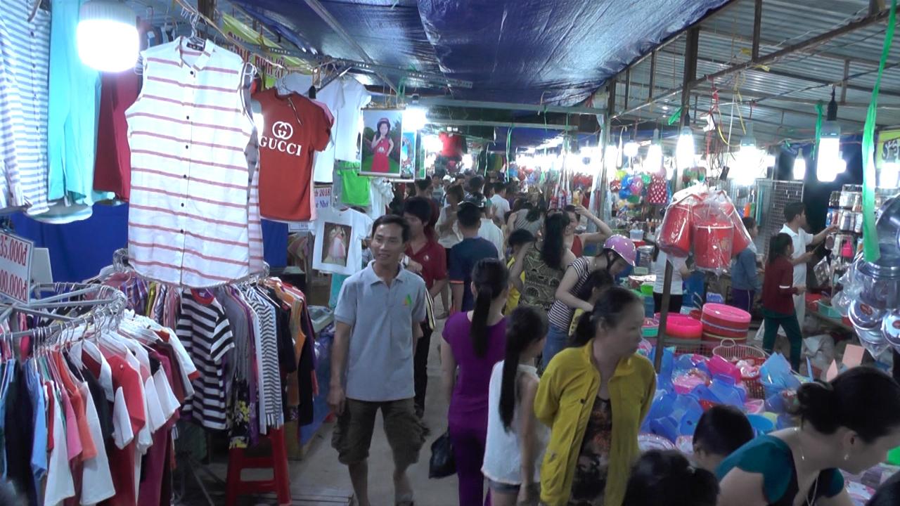 Huyện Ngọc Hiển tổ chức Hội chợ Xúc tiến thương mại năm 2018