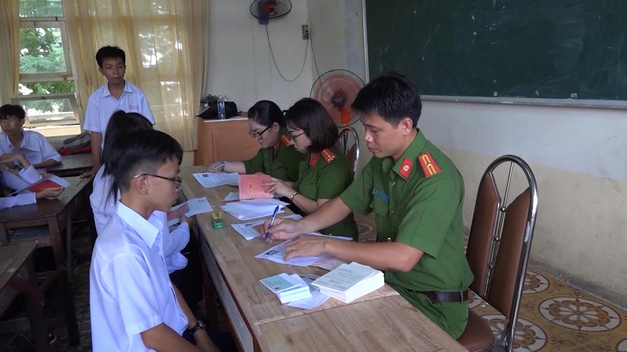 Cấp giấy chứng minh nhân dân lưu động cho học sinh