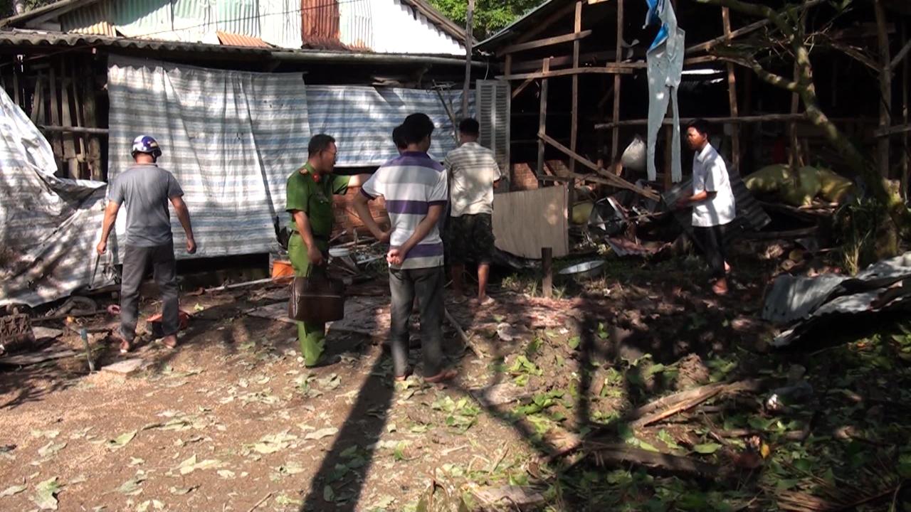 Huyện Trần Văn Thời: nổ đầu đạn, 3 người tử vong