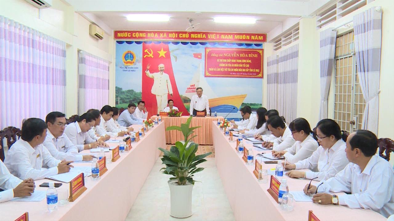 Chánh án Tòa án nhân dân tối cao Nguyễn Hòa Bình làm việc với Tòa án nhân dân hai cấp tỉnh Cà Mau