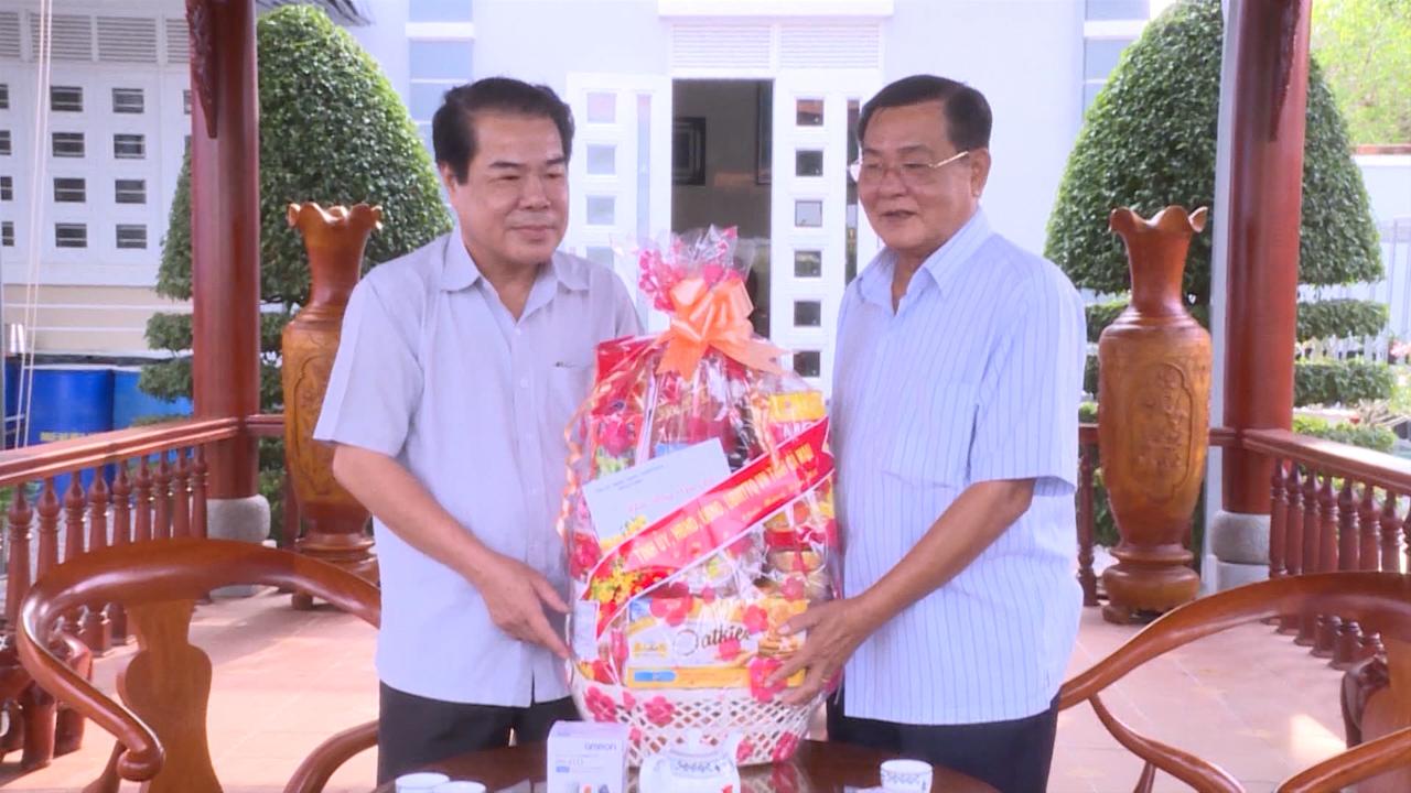 Bí thư Tỉnh ủy Cà Mau Dương Thanh Bình chúc Tết cán bộ hưu trí