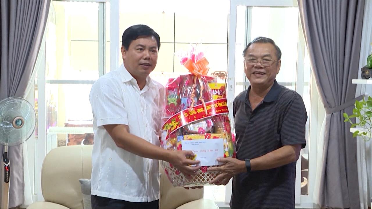 Chủ tịch UBND tỉnh Cà Mau Nguyễn Tiến Hải chúc Tết cán bộ hưu trí