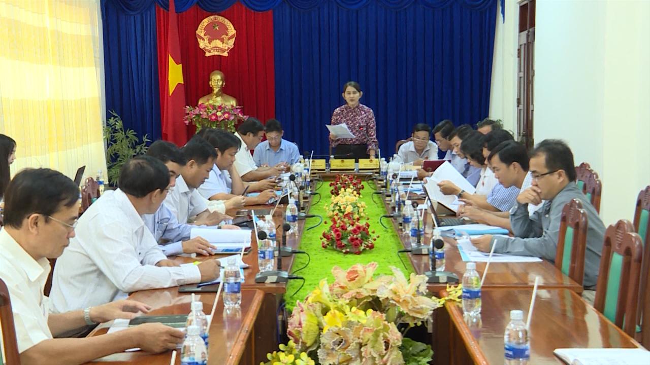 Đại biểu HĐND tỉnh Cà Mau thảo luận tổ trước kỳ họp thứ 8 (bất thường)