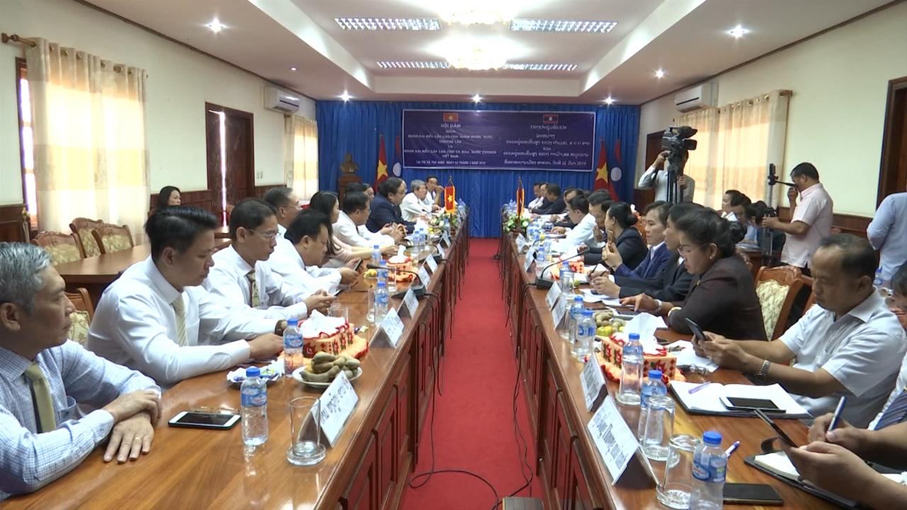 Chủ tịch HĐND tỉnh Cà Mau Trần Văn Hiện thăm và làm việc tại tỉnh Khăm Muộn