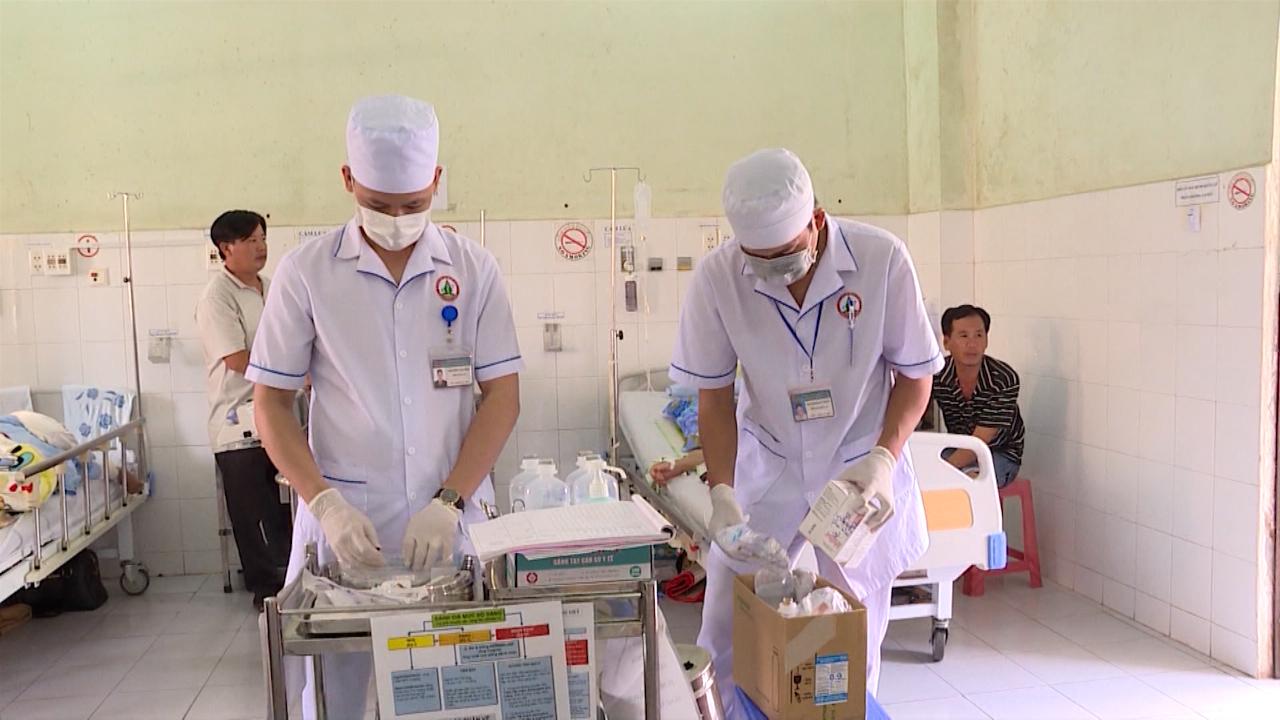 Nhiều bác sĩ bỏ việc tại các bệnh viện công
