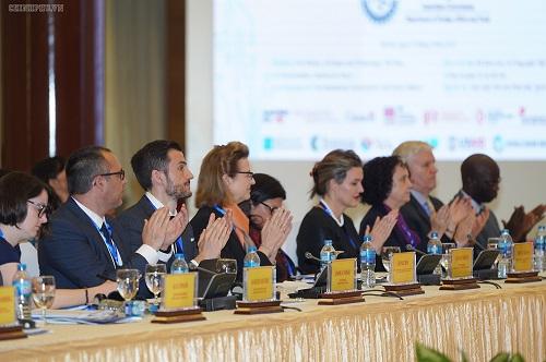 Các chuyên gia nước ngoài góp ý cho Việt Nam về khai thác tài nguyên 'quý giá nhất'