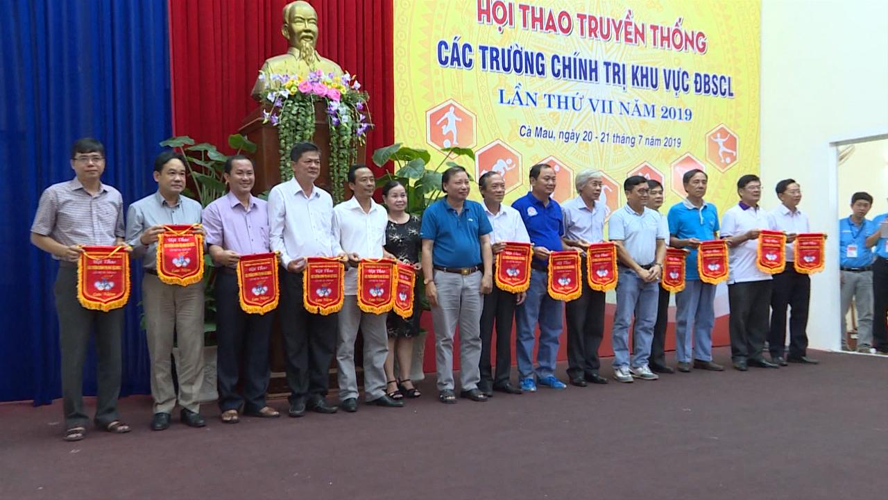 Hội thao truyền thống các trường chính trị khu vực Đồng bằng sông Cửu Long