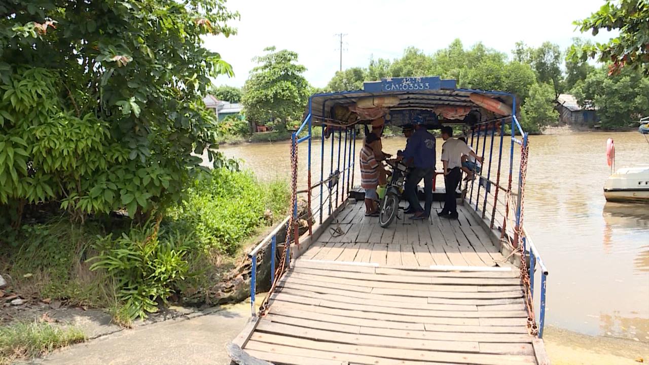 Kiểm tra hoạt động bến thủy và bến phà ngang sông