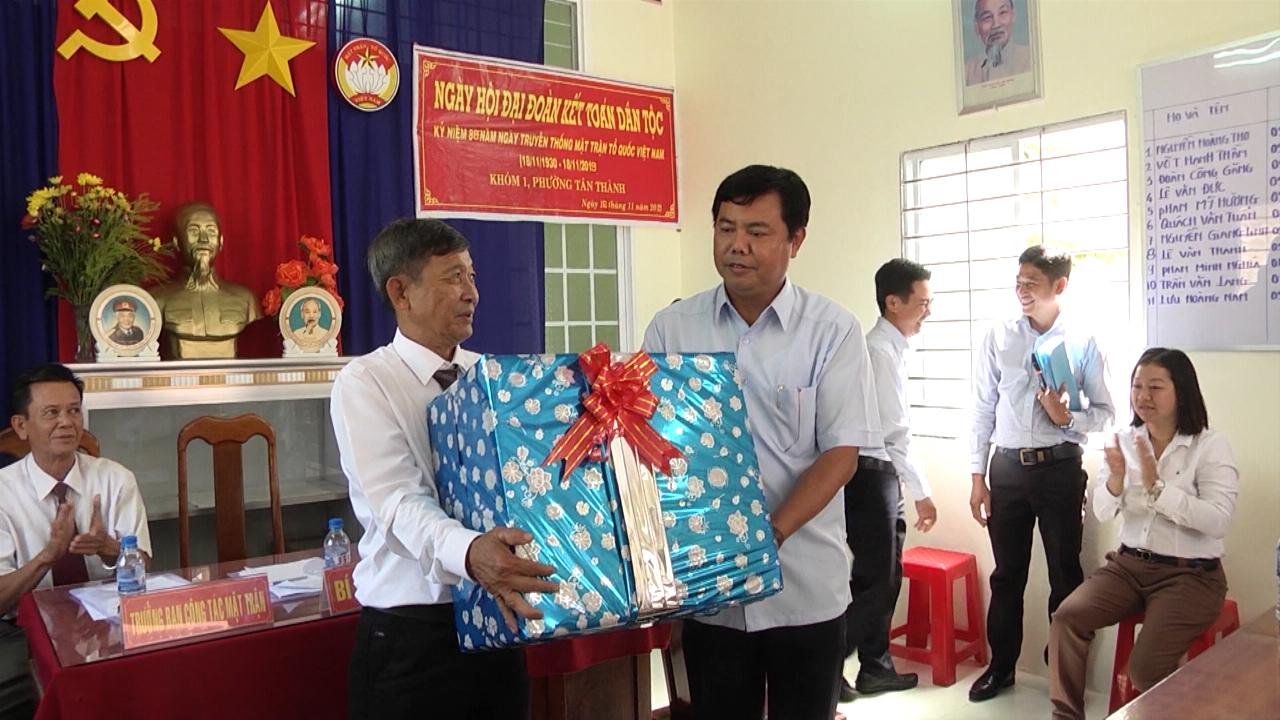Chủ tịch UBND tỉnh Cà Mau Nguyễn Tiến Hải dự Ngày hội Đại đoàn kết toàn dân tộc tại khóm 1, phường Tân Thành